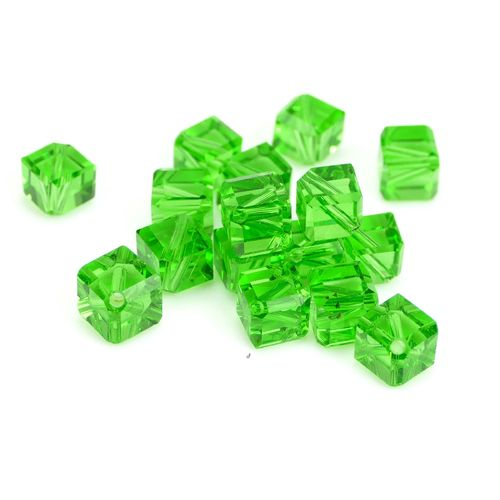 Glasbeads diagonal cubes 6mm green, 10 Pieces