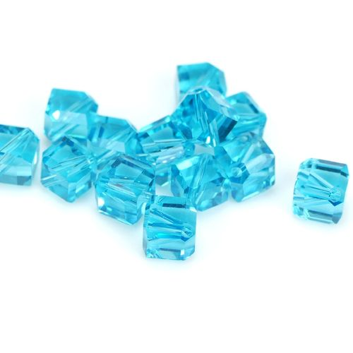 Glasbeads diagonal cubes 6mm turquoise, 10 Pieces
